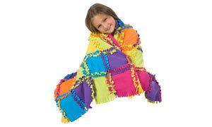 girl with quilt Alex 383WN - Knüpfe Eine Decke