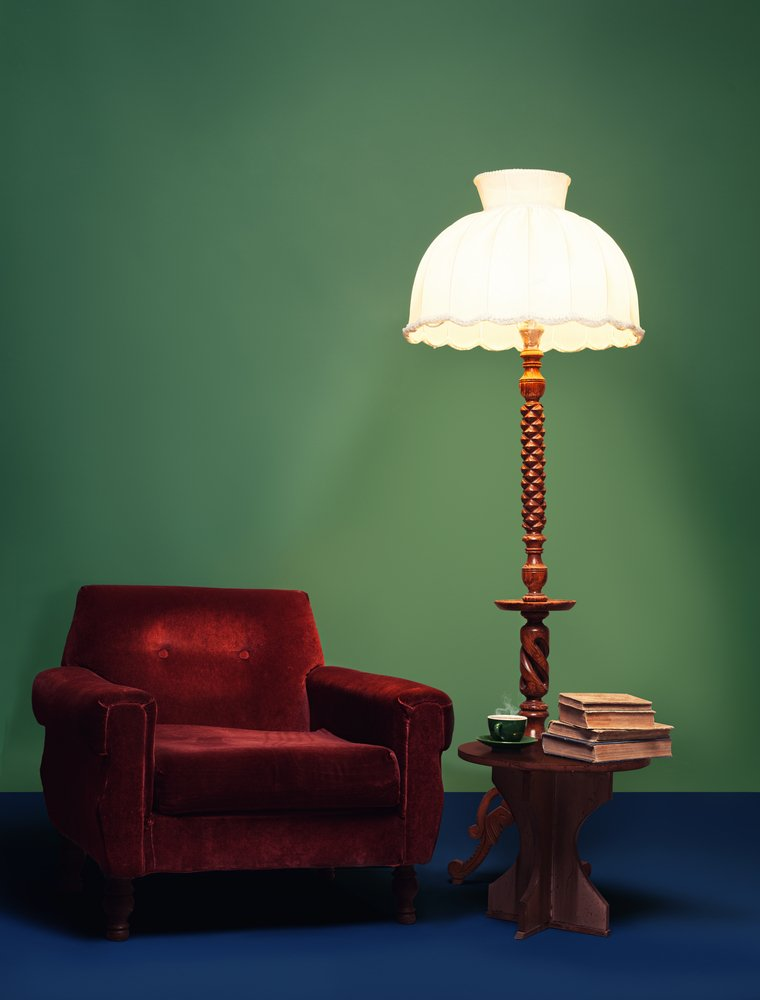 Photo retro interior home decoration with vibrant colors and antique furniture