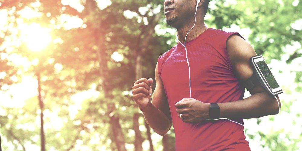 Photo exercise athlete playlist gadget smartphone sporty concept