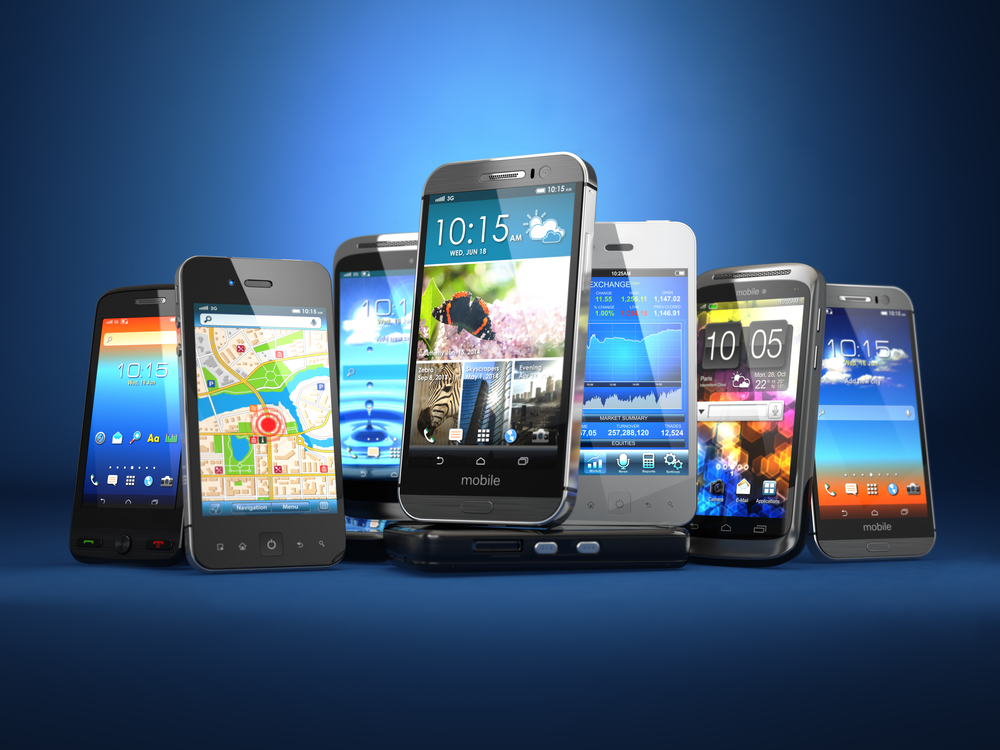 Photo choose mobile phone row of the different smartphones on blue background d