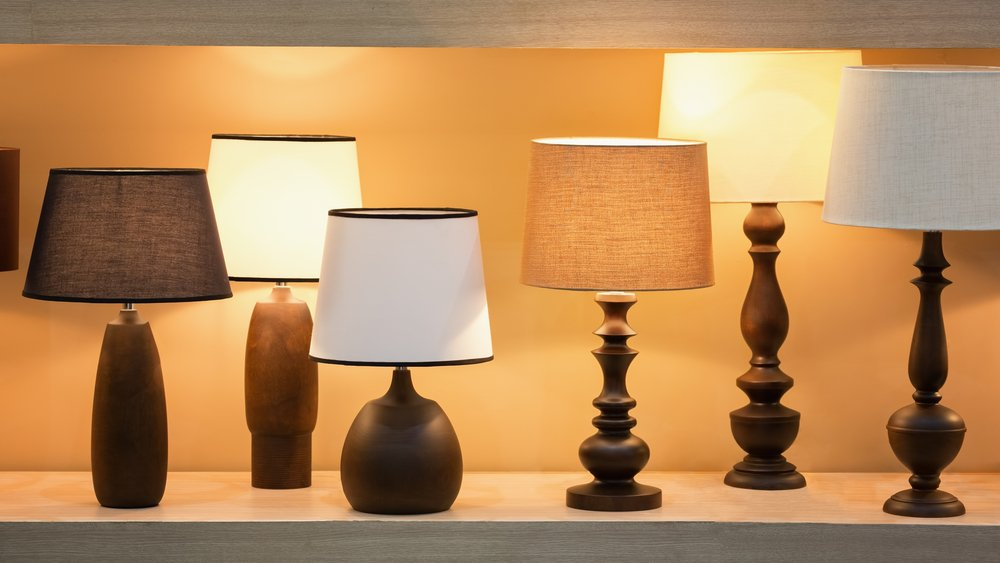 Photo retro style wooden desk lamps with many lampshade colors decorated in bedroom