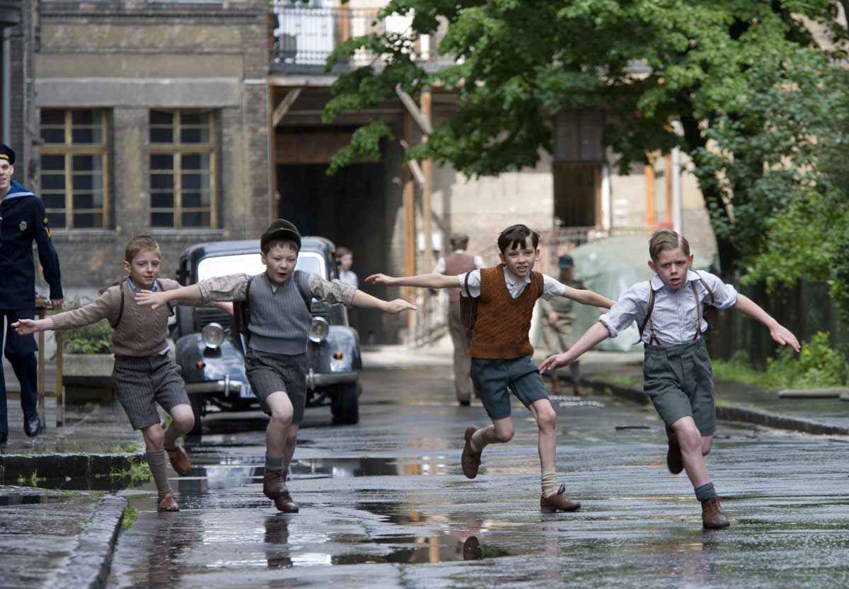 the boy in the striped pyjamas dvd amazon co uk asa  the boy in the striped pyjamas