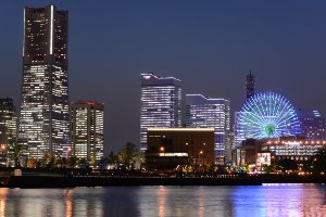 Picture of the Yokohama cityscape at night.