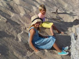 Picture shows a view of two children on the beach, demonstrating the 3x optical zoom.