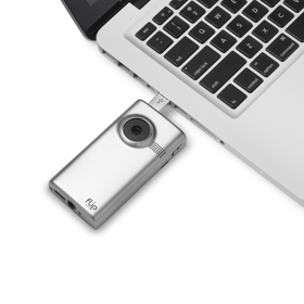 Connect the flip-out USB arm directly into your PC or Mac to launch pre-loaded FlipShare software