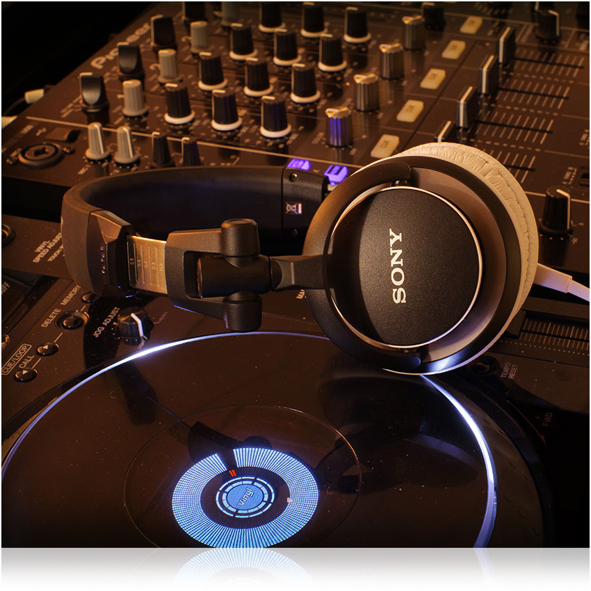 Sony Mdr V150 Headphones With Reversible Housing For Dj