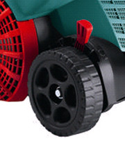 The ALR 900 features height of cut adjustment to help scrape your lawn of moss and thatch or rake leaves