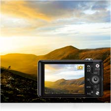 Sunsets to close-ups, iAuto selects the ideal settings for every shot.