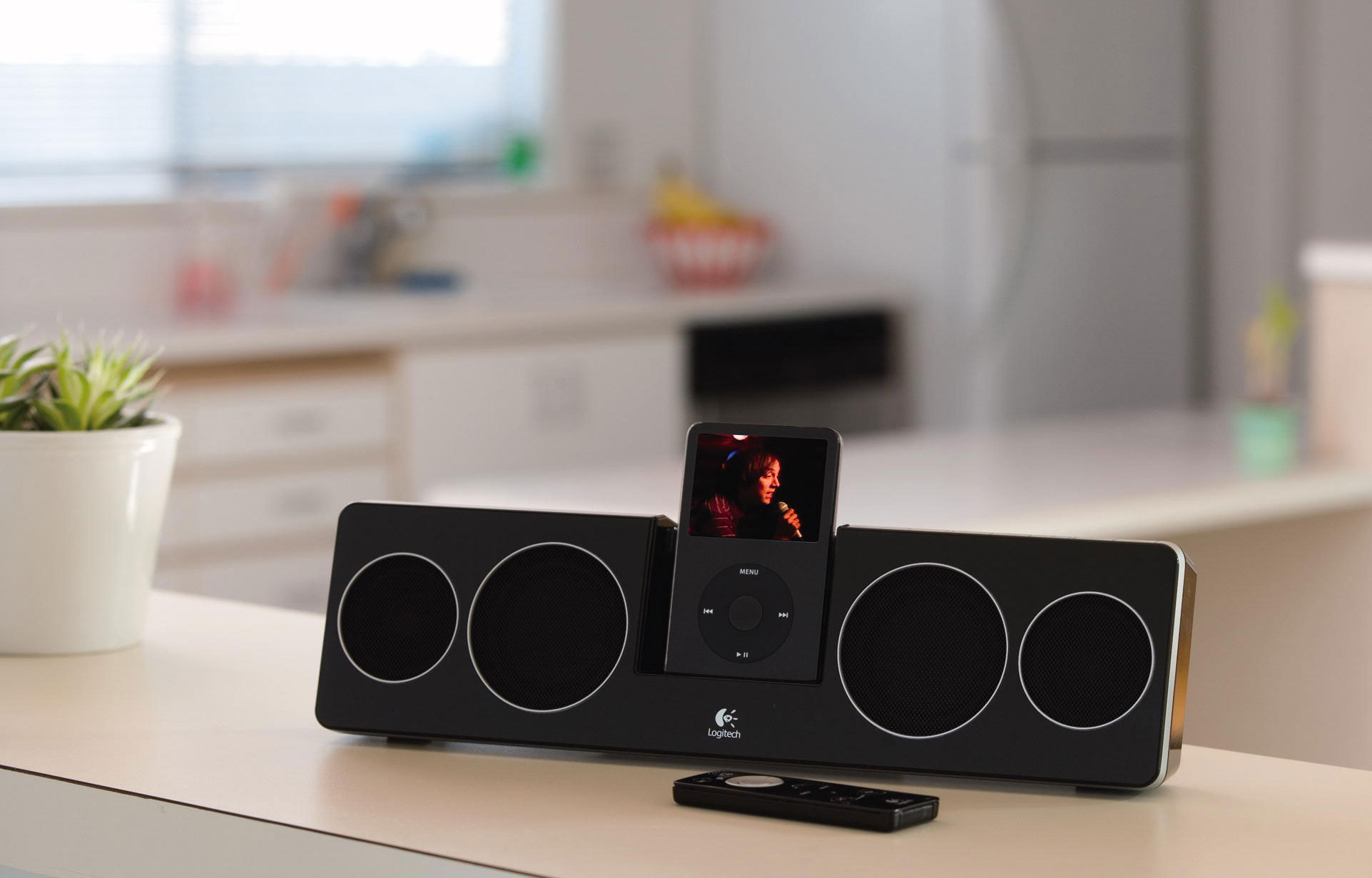 logitech pure fi anywhere 2 soundsystem f r ipod iphone schwarz heimkino tv video. Black Bedroom Furniture Sets. Home Design Ideas
