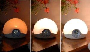 Der Bodyclock Starter 30 Lichtwecker weckt Sie mit einem natürlichen, allmählich heller werdenden Licht