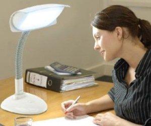 lumie desklamp schreibtischlampe und zugleich lichttherapielampe zur bek mpfung von. Black Bedroom Furniture Sets. Home Design Ideas