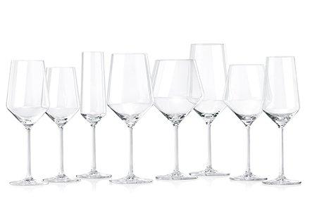 Abbildung vieler sauberer und glänzender Gläser