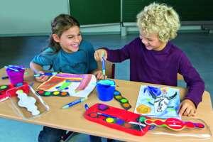 Kinder zeichnen mit dem Connector