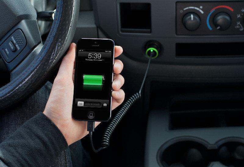 Belkin Chargeur Allume-Cigare 2.1A Noir avec Câble Ligthning pour iPhone 5/5S/5C/SE/6/6Plus/6S