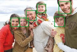 Détecte jusqu'à 35 visages dans un même cadre