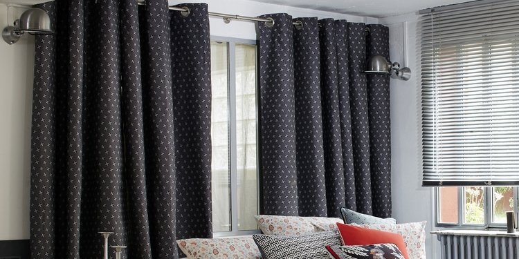 d coration de fen tres cuisine maison stores rideaux et draperies voilages. Black Bedroom Furniture Sets. Home Design Ideas