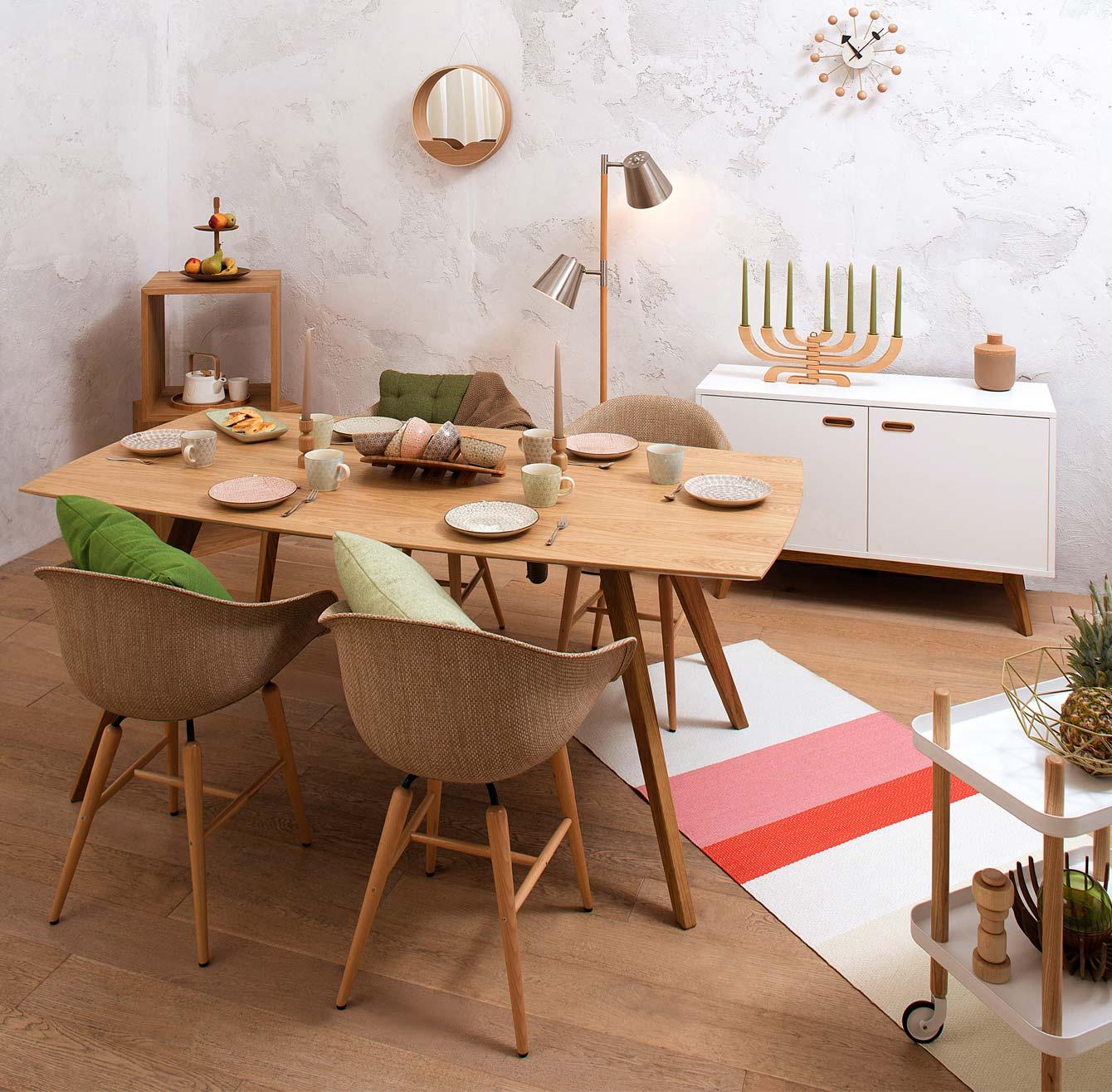 Salle à manger design en matières brutes