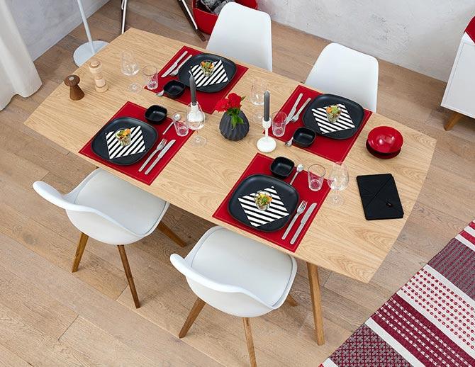 Salle à manger design en rouge