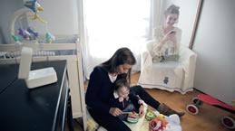 Parler, jouer et illuminer. Contrôler l'environnement pour le bien-être de bébé.