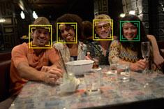 Es posible detectar hasta 35 personas en aproximadamente 0,08 segundos, aunque no estén mirando directamente a la cámara.