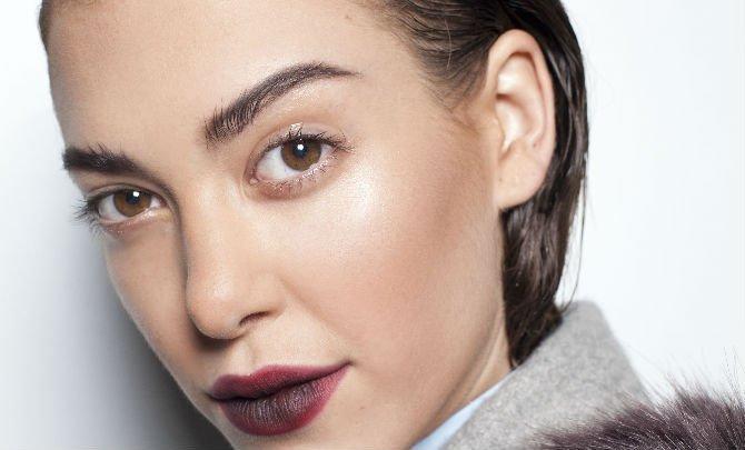 Lip gloss for fashionista, lip gloss, fashionista, lip gloss guide, lip gloss application, dark lip gloss, how to apply lip gloss, lip shop shop
