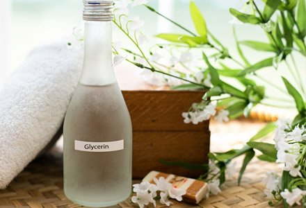 glycerin for skin, moisturise with glycerin, glycerine benefits, glycerine skin benefits, glycerine