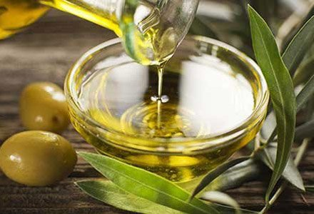 olive oil benefits, olive oil skincare benefits, skincare benefits for dry skin, olive oil heath benefits, olive oil beauty benefits, beauty products with olive oil