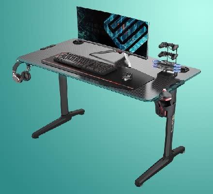 طاولة كمبيوتر للالعاب بارجل حديثة مضلعة مزودة بمصابيح ليد بالفضاء اللوني ار جي بي من يوريكا، 44