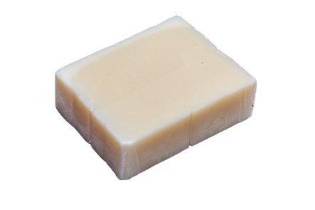 aristos-vegane-olivenolseife-zitrone-blockseife-aus-reinem-olivenol-fur-haare-gesicht-und-korper-han