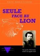 Seule face au lion
