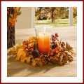 Tischkranz Herbstlaub mit Naturzapfen Kunststoffbeeren und zahlreichen Textillaubblättern schöner Dekokranz für die Herbstzeit