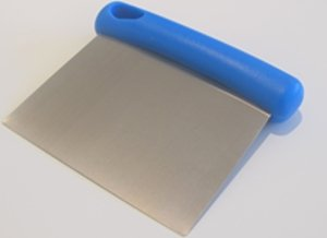 TAGLIAPASTA INOX IMPUGNATURA BLU IN PLASTICA