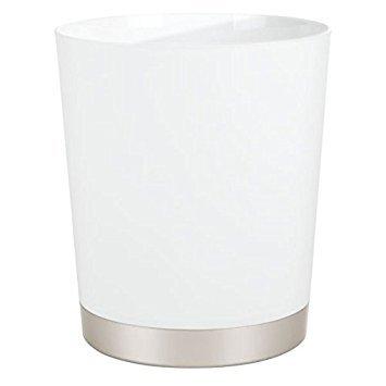 mDesign Dekorativer runder Kunststoff-Mülleimer für Badezimmer, Küche, Waschküche, Büro, Hochschule, Schlafsaal - Weiß/Satin -