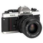 Nikon FM-10 SLR-Kamera mit 35-70mm f / 3,5-4,8 Zoomobjektiv Kompakt schwarzes Silber Bild
