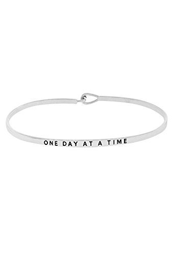 """Rosemarie Collections Femme Crochet fin Bracelet jonc """"One Day at a Time"""" Silver"""