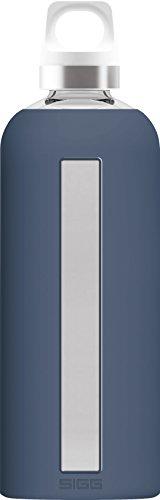 SIGG Star Midnight, Glas-Trinkflasche mit Silikonhülle, 0.85 L, Hitzebeständig, BPA Frei, dunkel blau