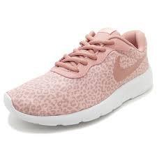 Escrutinio Sympton Molesto  Nike Tanjun Print (GS) Pink Size: 4.5 Big Kid M'- Buy Online in Aruba at  aruba.desertcart.com. ProductId : 60434071.