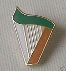 Broche pin harpe irlandaise tricolore en émail rigide