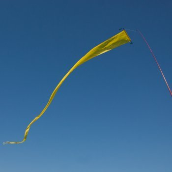 fahnen-f-tail-banner-yellow-uv-bestandig-und-wetterfest-abmessung-600x40cm