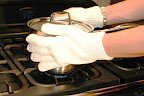 Cool-Touch heat & flame resistant oven gloves made from DuPont NOMEX - resistant to 350° C, pair with fingers