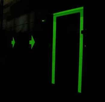 Schwarzlicht-farbe Für Die Wände (Leuchtfarbe Fluorescent weiß, für innen und außen, 400ml)