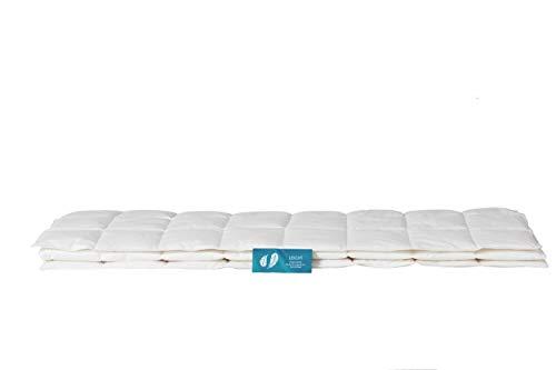 LEICHT - Unsere leichte Bettdecke für angenehme Sommertage. 200x200 cm, 90{9342994786544d8090055839ba86a49e239d5aa79e620a2993f449de5467e2b9} Daune, zertifiziert, umweltfreundlich, waschbar & allergikergeeignet.