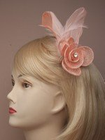 crystal-innovation-4317-peach-coloured-hessian-net-rosebud-fascinator-with-feathers-on-a-forked-clip