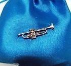 Délicatement fait à la main en forme de trompette en étain massif Motif Badge à Pin\'s