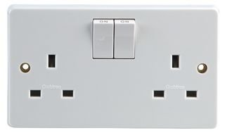 2G SP SWITCHED SOCKET TWIN EARTH 4306 By CRABTREE