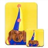 Dackel Hund in Clown Jester Kostüm Premium Mauspad und Untersetzer Set (Hunde In Kostümen)