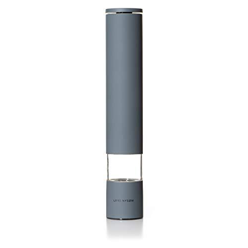 Lars Nysom Design Salz und Pfeffermühle mit einstellbarem Keramik-Mahlwerk - aus Edelstahl -auch geeignet als Salzmühle und Gewürzmühle (Höhe 28,7cm)