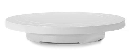 Base giratoria para repostería con la que podrás decorar de manera más cómoda tus tartas. Gira en ambos sentidos suavemente y tiene el diámetro perfecto para servir de base para tus creaciones.