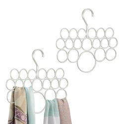 mDesign Paquete de 2 perchas, sistema anti-enredo; para bufandas, pañuelos corbatas, cinturones, chales, pashminas, accesorios - 18 bucles cada unidad - Blanco perla