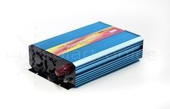 Solartronics reiner Sinus 12V zu 230 VWechselrichter - Spannungswandler 600 Watt - 1200 Watt